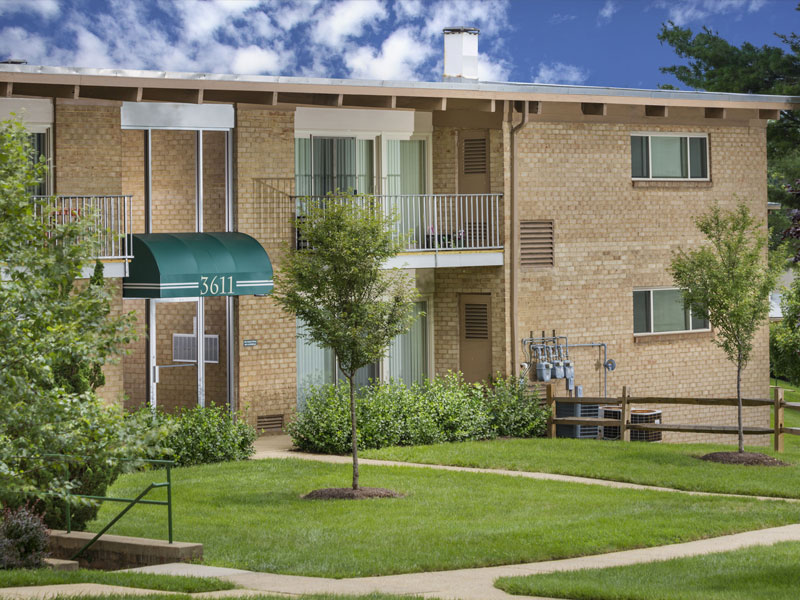 Barcroft Plaza Apartments