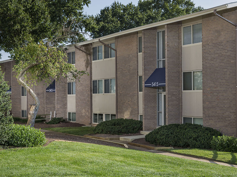 Carrollon Manor Apartments